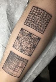 腿部纹身黑白灰风格点刺纹身几何元素纹身正方形纹身图片