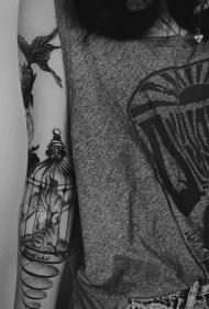 手臂金鱼鸟笼黑色点刺创意纹身图案