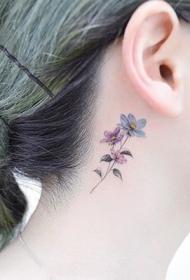 女生颈部好看的鲜花彩绘纹身图案