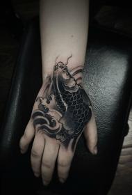 手背传统鲤鱼纹身图案