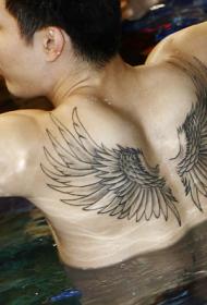 王仕鹏半裸臂部霸气翅膀纹身图案