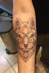 手臂黑白点刺几何简约线条狼动物纹身图片