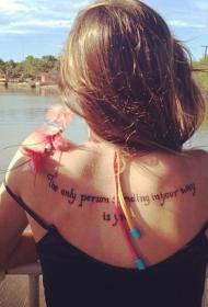 女生背部时尚的英文字母纹身图案