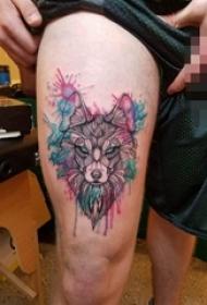 大腿上彩绘简单个性狼动物纹身图片