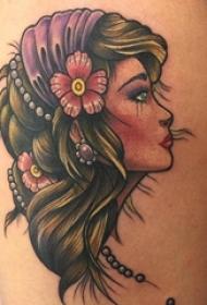 大腿上彩绘小清新植物花朵人物肖像纹身图片