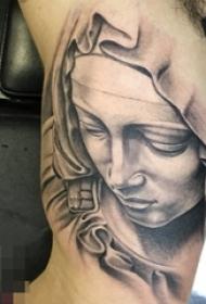 手臂黑白灰风格点刺技巧抽象线条人物肖像纹身图片
