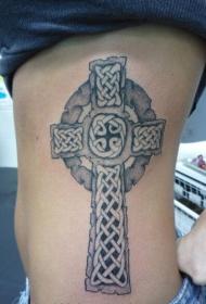 女孩侧肋凯尔特十字架纹身图案