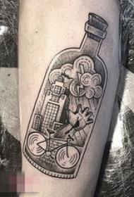 一组黑白灰风格纹身点刺技巧反复无常的世界纹身图案大全
