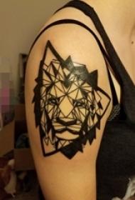 手臂上纹身黑白灰风格几何元素纹身简约线条纹身狮子头纹身动物图片