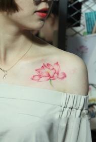 美女披肩清新莲花彩绘纹身图案