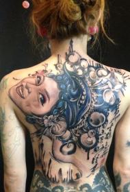 美女纹身师背部彩绘女性肖像纹身图案