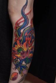 腿部彩色莲花和蛇纹身图案