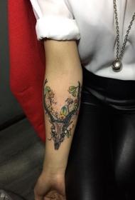 个性的手臂鹿头叶子彩色纹身图案