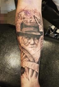 男生手臂上黑白点刺技巧几何元素人物肖像纹身图片
