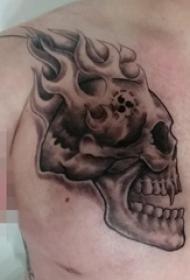 男生肩部黑白点刺几何元素骷髅头纹身图片
