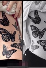 女生侧腰上黑白点刺技巧小动物几何元素蝴蝶纹身图片