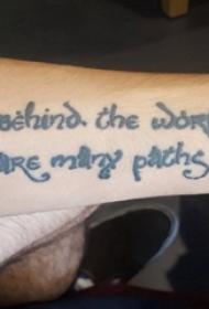 男生手臂上黑白花体有意义英文纹身图片