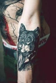 黑白动物抽象线条点刺技巧狼纹身图案