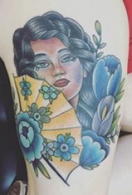 女生大腿上个性彩色肖像纹身图片