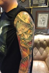 男性大臂般若与鲤鱼彩绘纹身图案