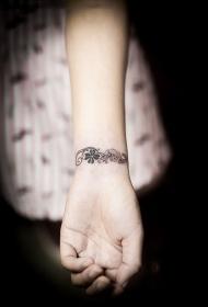手腕小清新鲜花手链纹身图案