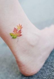 脚踝上的清新小树叶纹身图案