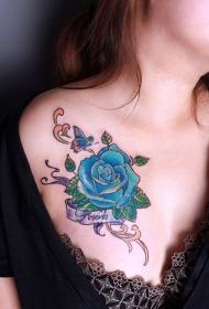 性感胸部蓝色玫瑰花纹身图案