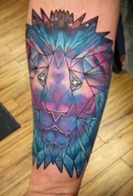 男生手臂上彩绘几何纹身图片创意线条狮子纹身图片