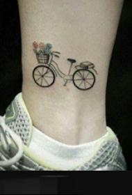 一组关于自行车黑色线条简约纹身图案