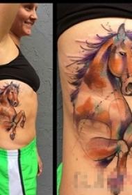 女生侧腰上彩绘水彩创意个性动物马纹身图片