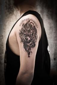 手臂烈火雄狮纹身图案