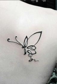 女生背部黑色线条创意抽象唯美蝴蝶纹身图片