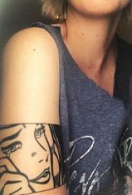 女生手臂上黑色肖像纹身图片