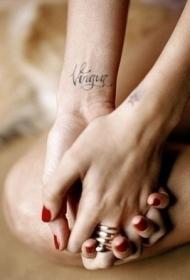 女生手腕英文字符纹身图案