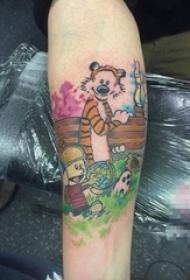 女生小腿上彩绘技巧简单线条卡通人物和老虎纹身图片