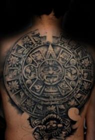 凸显男生个性与霸气的点刺技巧纹身