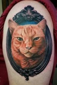女生手臂上彩绘技巧唯美可爱猫咪与镜子纹身图片