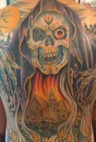 男生满背彩绘植物素材抽象线条建筑和骷髅头纹身图片