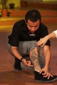 文章腿部时尚的图腾纹身图案