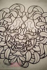 黑色线条素描创意个性花纹狮子头纹身手稿