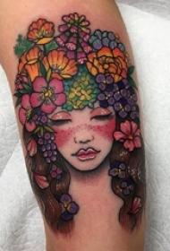 女生小腿上彩绘植物素材文艺花朵和人物肖像纹身图片