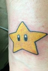 男生小腿上彩绘几何线条玛丽奥蘑菇和星星纹身图片