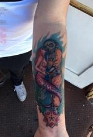 女生手臂上彩绘人物与美人鱼纹身图片