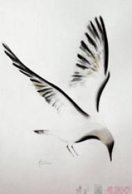 黑色古典水墨虚实结合动物小鸟纹身手稿