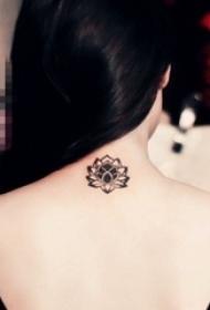 女生颈后黑色创意唯美莲花纹身图片