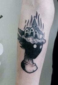 男生手臂上黑灰色点刺技巧创意人物与教堂纹身图片