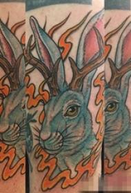 女生腿上彩绘兔子纹身图片