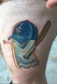 男生大腿上彩绘抽象线条与棒球帽棒球棒纹身图片