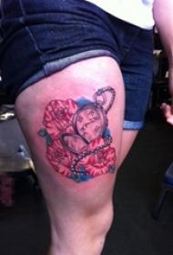 女生大腿上彩绘水彩创意花朵和怀表纹身图片