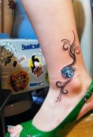 女生脚裸的彩绘铃铛纹身图案
